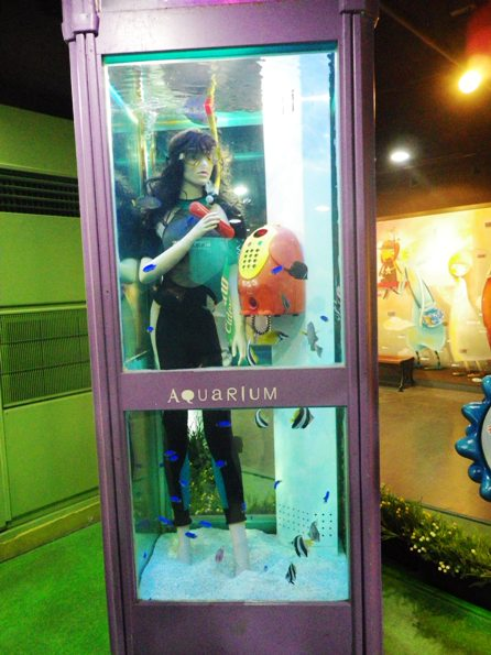 aquarium phone box